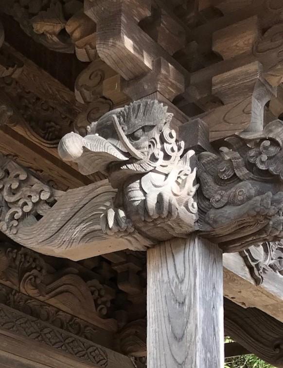 誉田足玉神社(長野県上田市)の向拝木鼻の獏