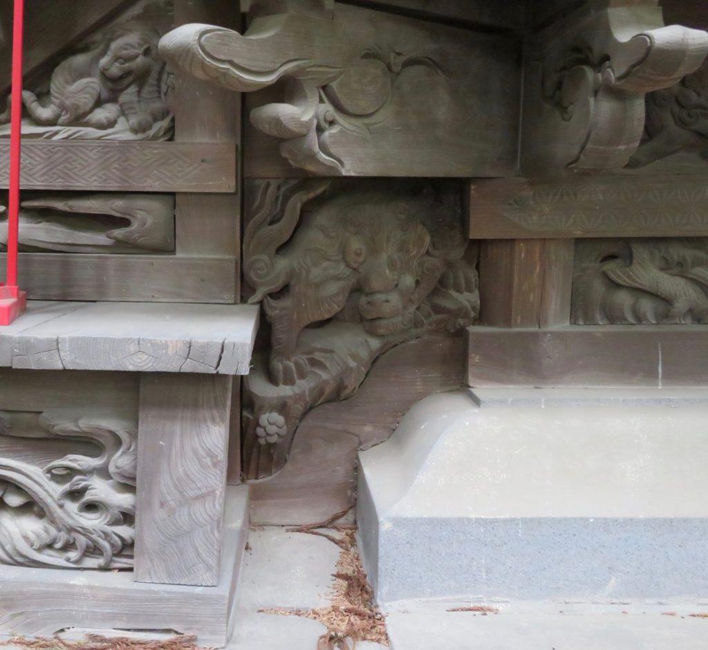 本殿階段下北側