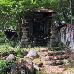 中郷諏訪神社覆屋