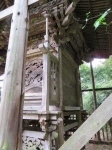 東條健代神社本殿背面
