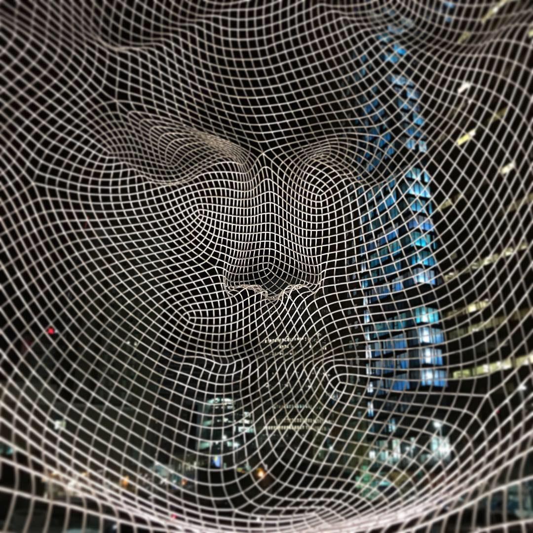 Wonderland 2013 Jaume Plensa 作 カルガリー ダウンタウン The Bow ビル玄関前
