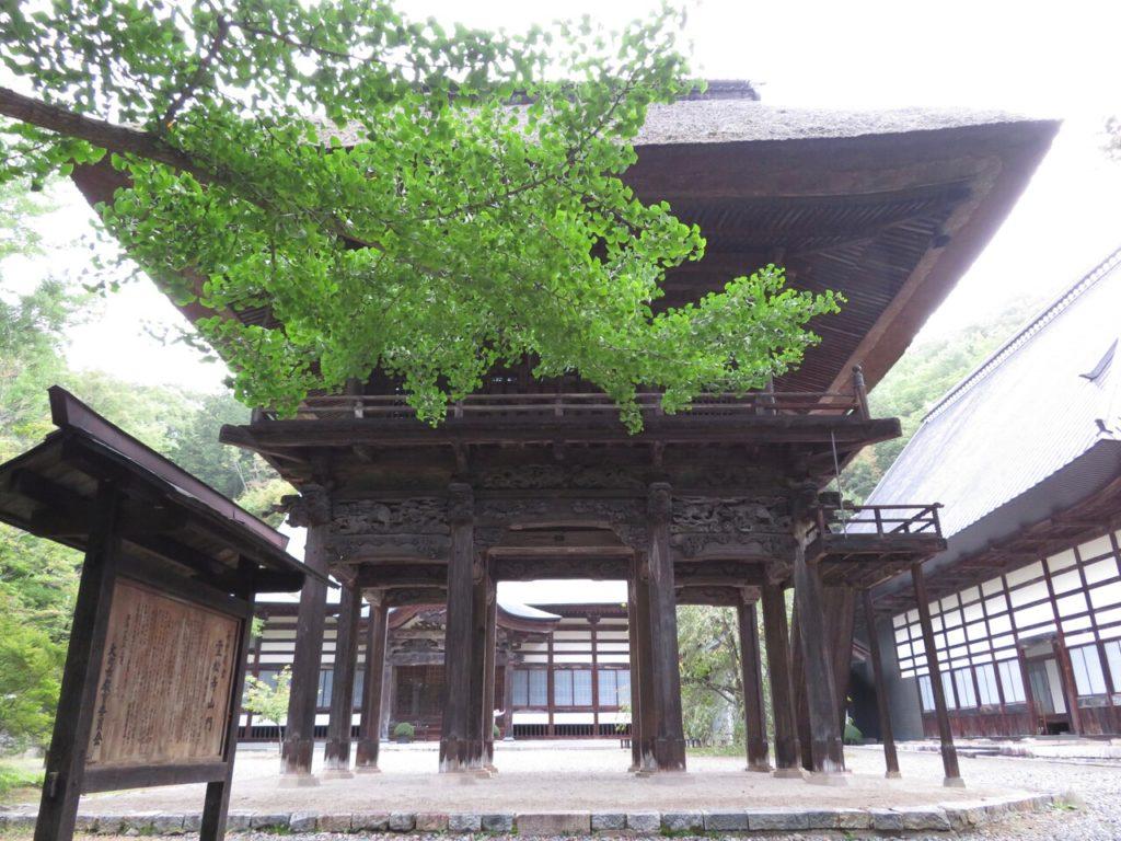 霊松寺山門