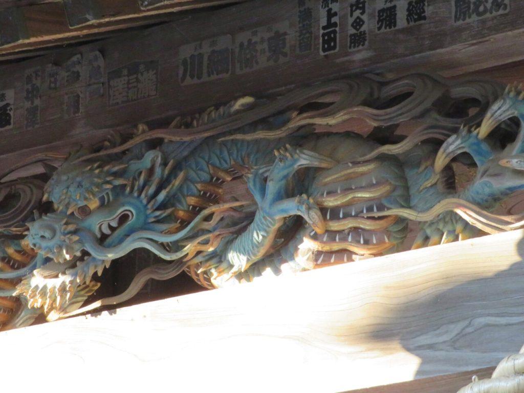 向拝 丸彫り三米の龍