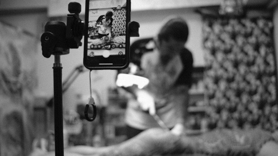 刺青を彫る龍元