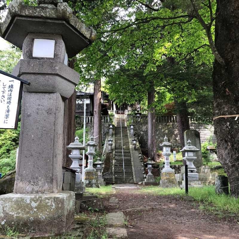 平賀神社境内