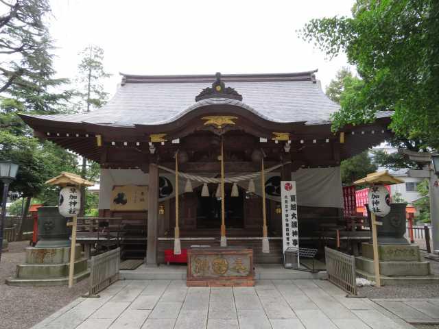 草加神社拝殿