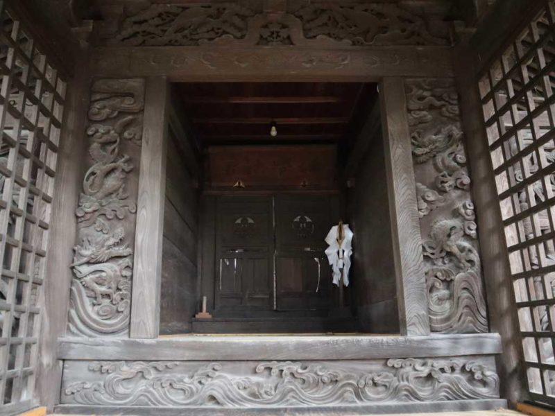 酒室神社拝殿内部