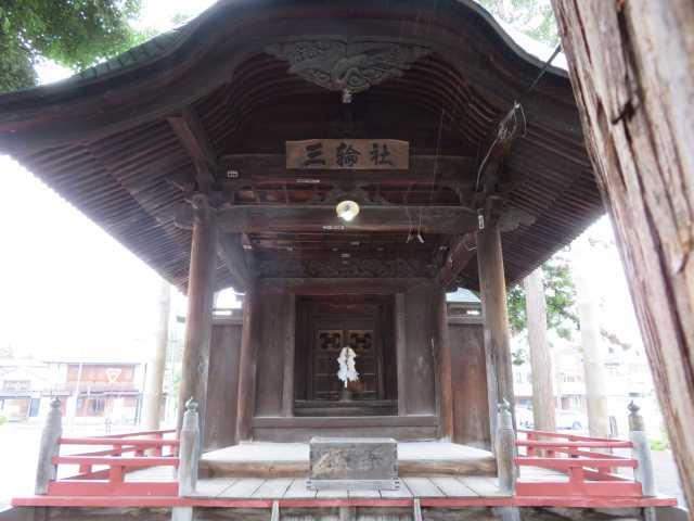 三輪神社拝殿