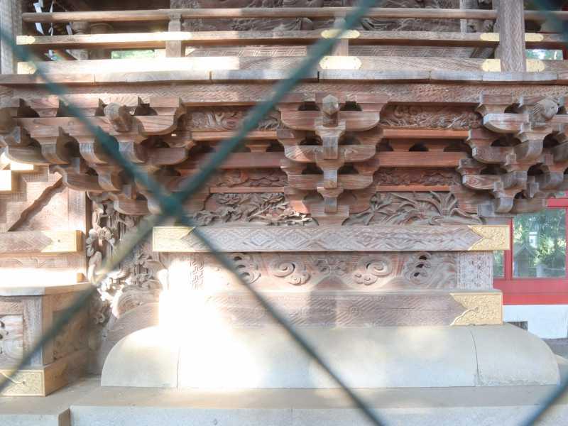秋津神社御本殿右面縁下彫刻