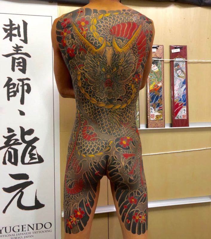 龍背中額彫り