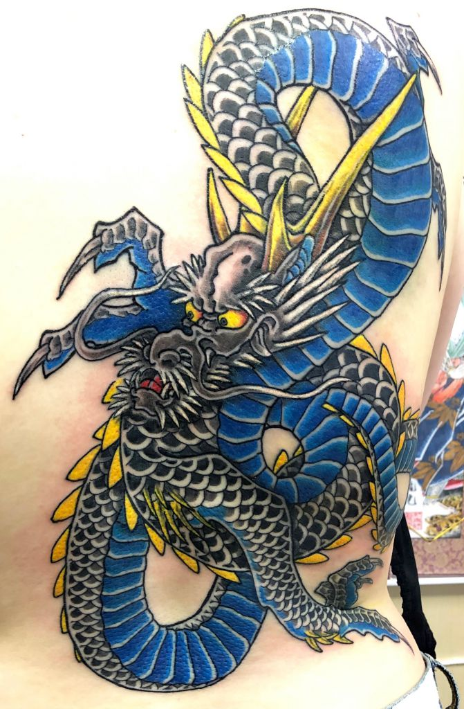 龍 手彫り刺青