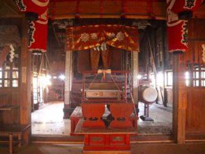 摩利支天社拝殿内部