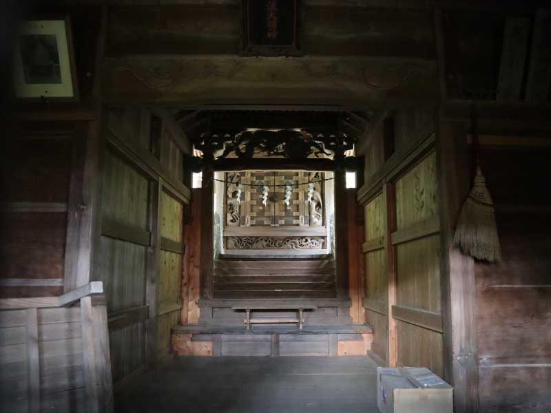 月波神社拝殿内部