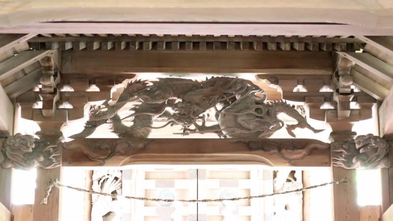 月波神社御本殿向拝の龍