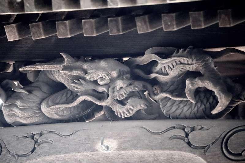 六塚稲荷神社御本殿向拝の龍