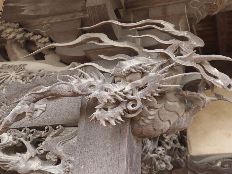 向拝木鼻の龍