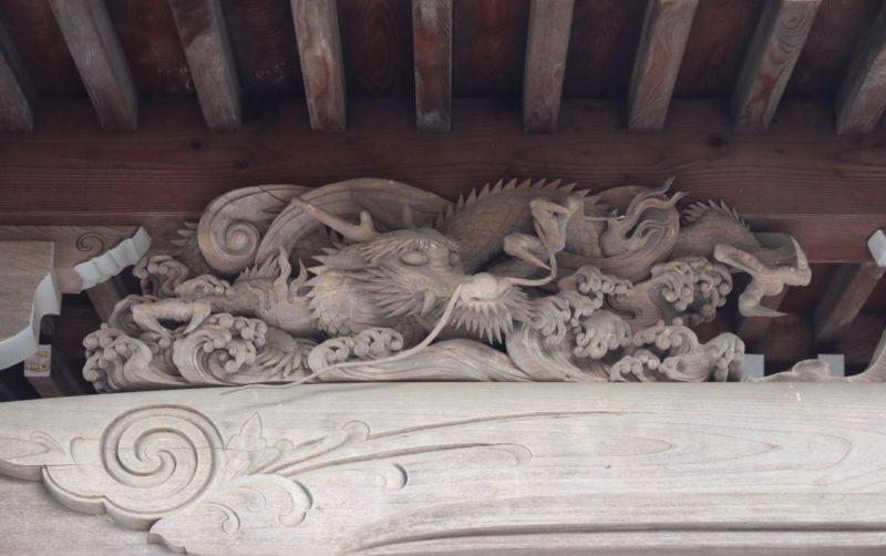 本堂向拝の龍