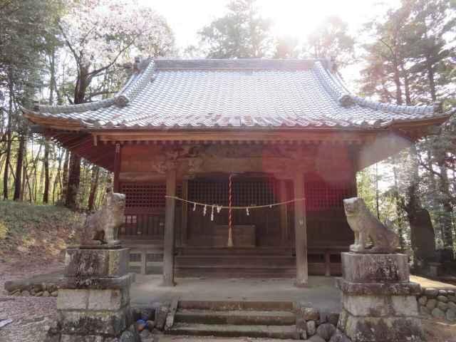 高根神社拝殿