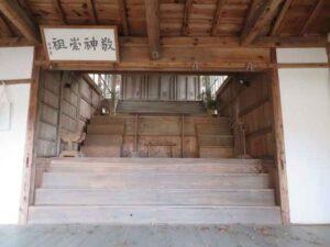 伴野神社拝殿内部