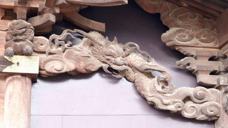 海老虹梁の龍