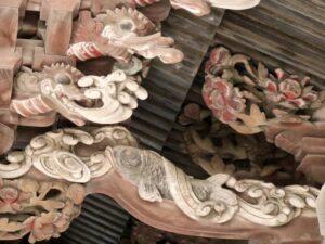 土生神社御本殿蝦虹梁の鯉