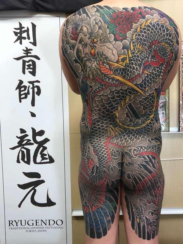 背中額彫り 昇り龍