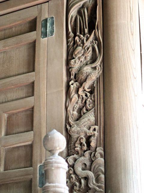 宮子神社御本殿正面扉脇板の龍