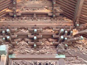 伊勢崎神社御本殿左面斗栱間彫り物