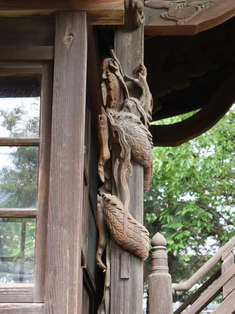 向拝柱の龍