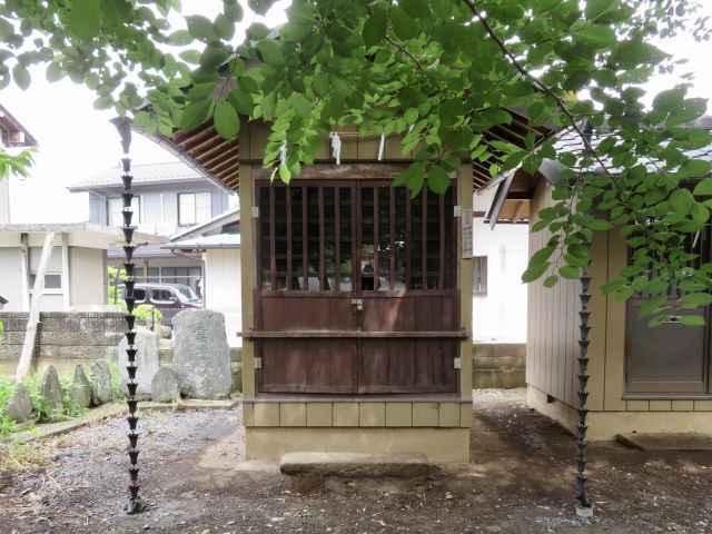 島護産泰神社境内社内出神社