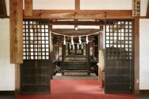 玉津島神社拝殿内部