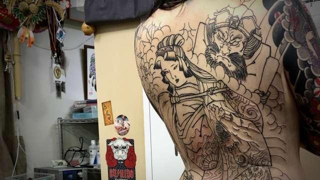 地獄太夫と閻魔大王と一休和尚 背中額彫り