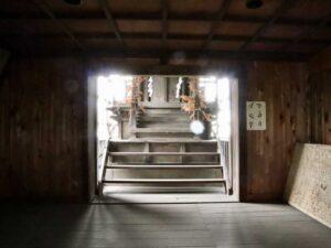 諏訪神社拝殿内部