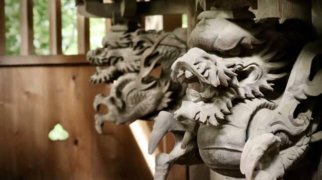 佐田彦神社御本殿縁下の龍